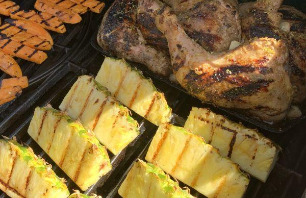 Grillistä: Cajun maustetut broilerinkoivet, ananas ja bataatti