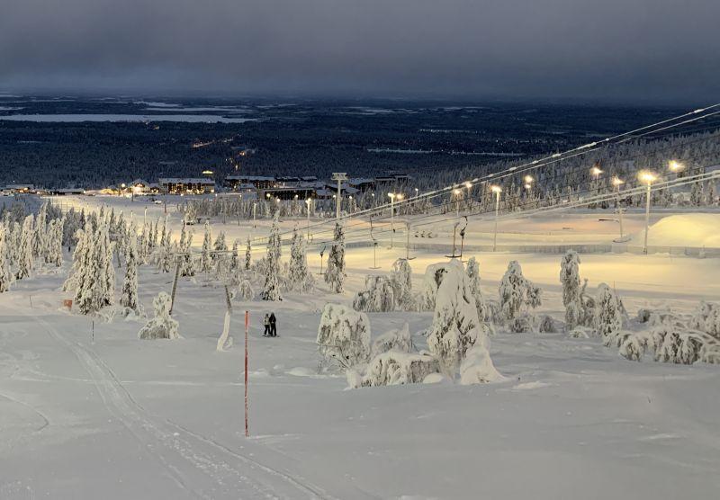 Ylläsjärven rinne jouluaattona
